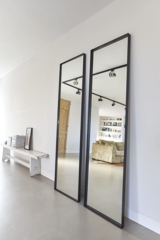 Grote stalen spiegel zwart  Staande stalen spiegels