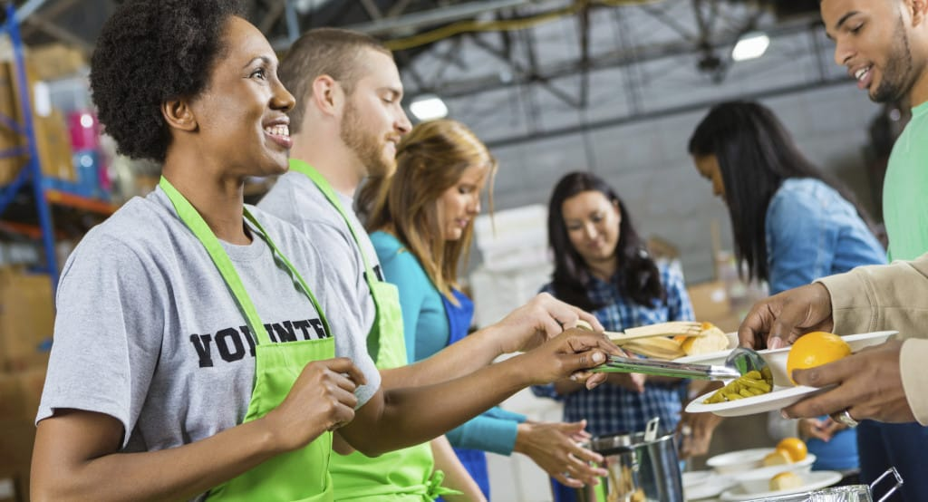 3 reasons why your workplace giving program should include volunteering!