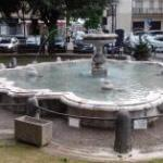 Frosinone, Madonna della Neve: piazza con ristobar.