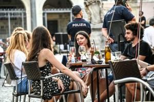Covid, ieri dodici regioni senza morti. Da oggi 41 milioni di italiani in zona bianca.