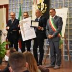 Aquino. Assegnate le Benemerenze Civiche 2021 nella Città di San Tommaso. Aquino premia la Proloco e il prof. Marcello Carlino.