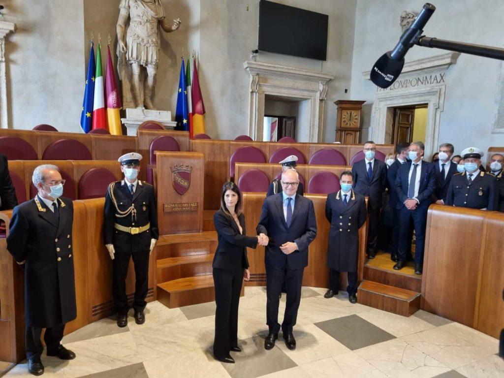 """Gualtieri: """"Nel mio primo giorno da sindaco un giusto omaggio ai caduti""""."""