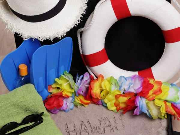 What to pack for Hawaii - keep it loose + bright and don't forget your swimsuit!