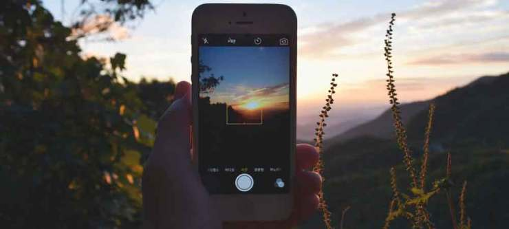 What to do on a long flight without a device: edit photos on your phone. Click through for 10 more ideas!