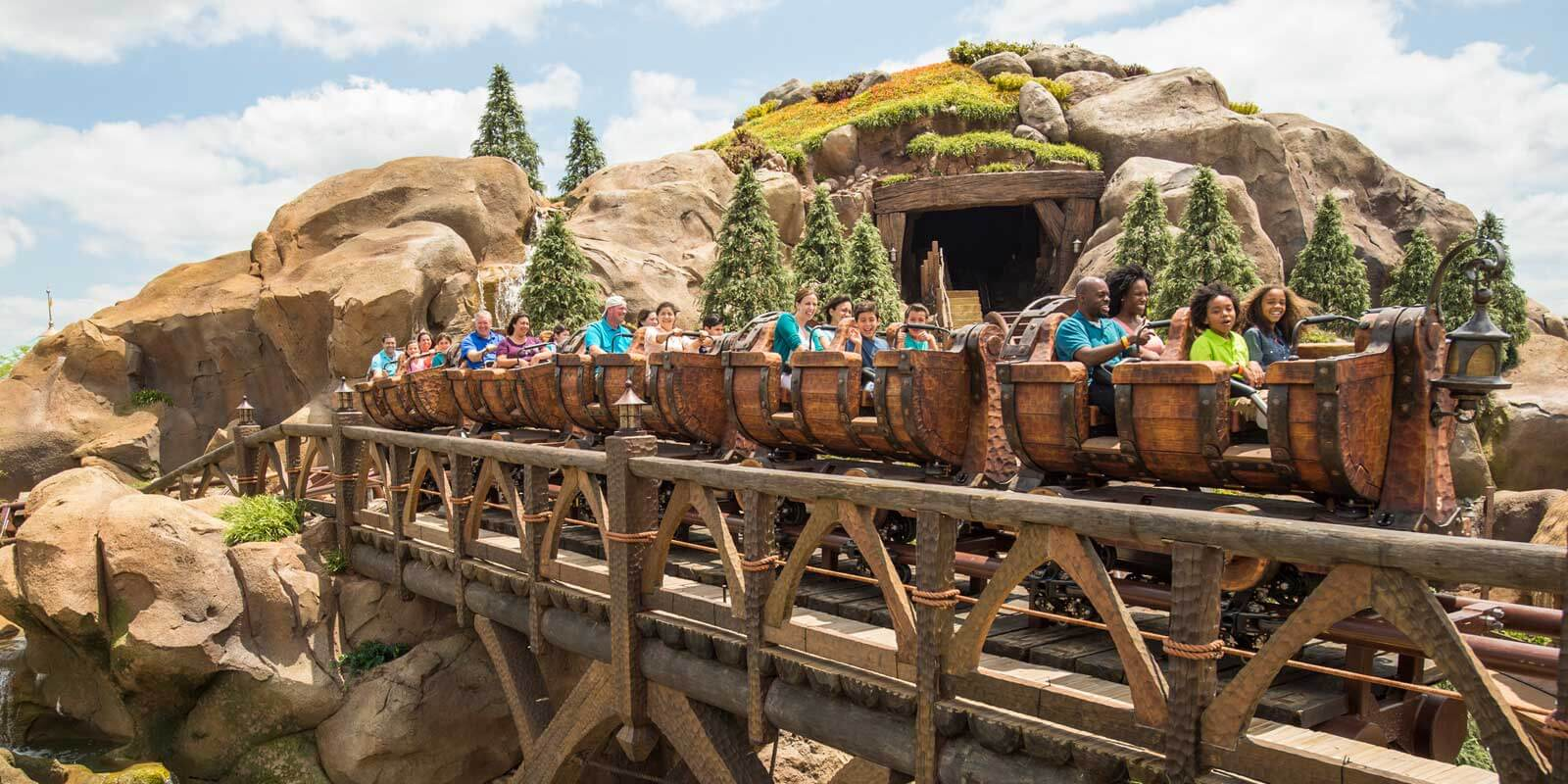 Get Fastpasses for Disney World BEFORE your trip. Here's my Disney World Fastpass tips for adults.