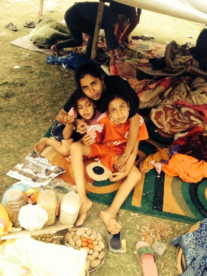 Une des correspondantes de l'association CAPEN avec ses filles.