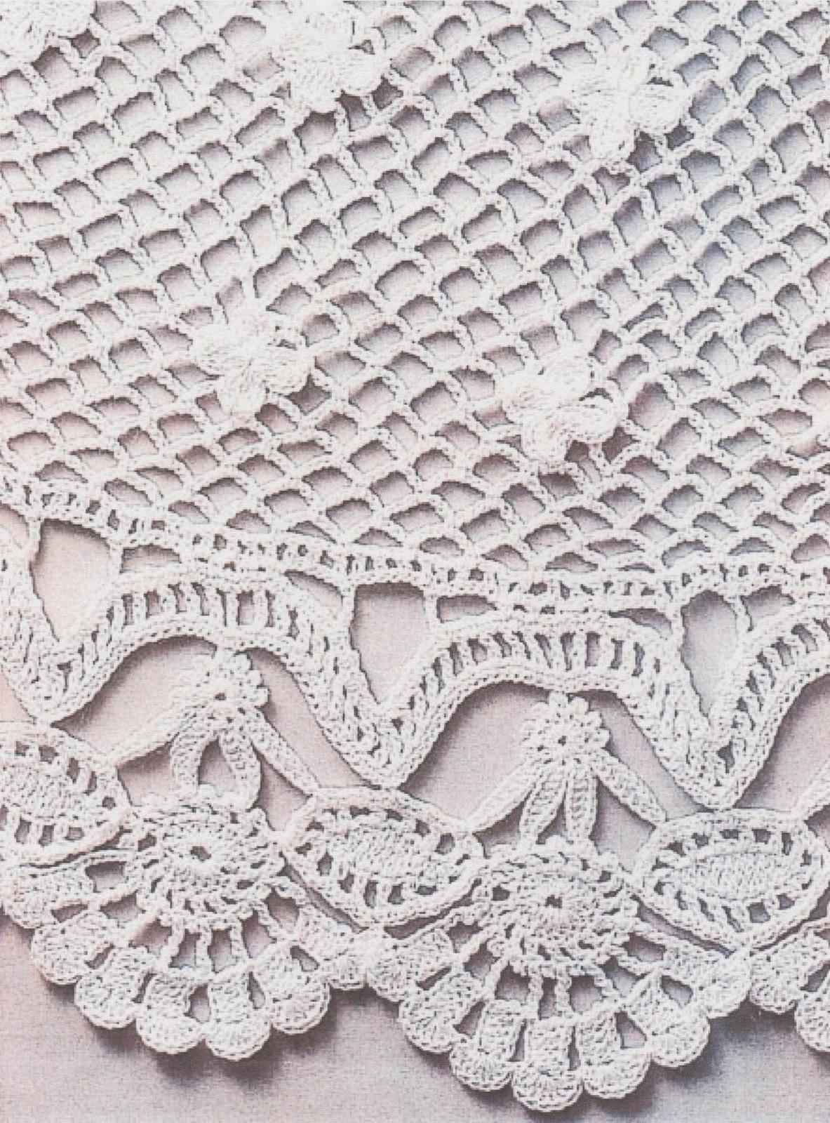 De petites fleurs sont ajoutées sur les résilles (arceaux) de la robe