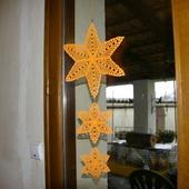DECO NOEL AU CROCHET : suspension 3 étoiles oranges avec tuto - Le blog de crochet et tricot d'art de Suzelle