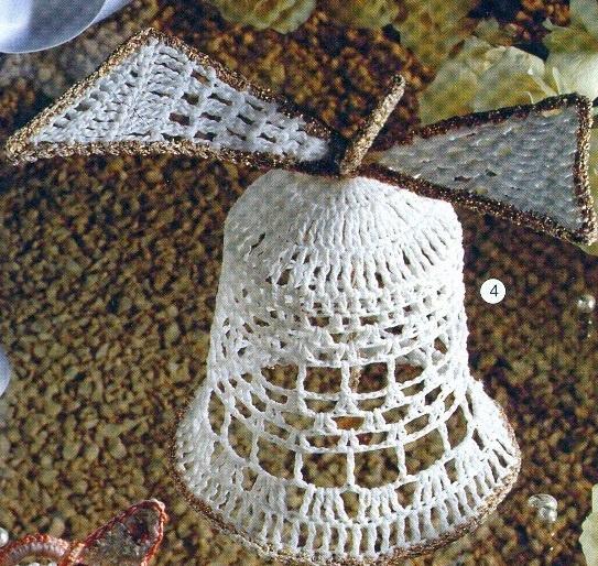 La grande cloche bordée de fil doré