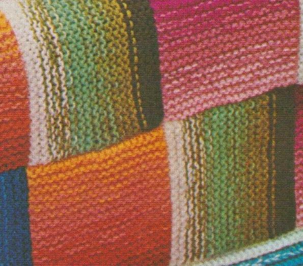 Les carrés sont tricotés un à un puis assemblés sur l'envers