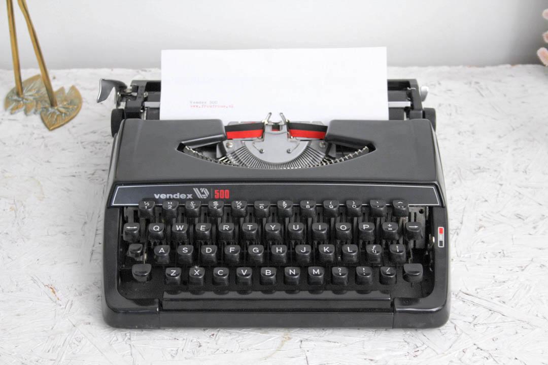 Vendex 500 zwarte typemachine  Froufrous