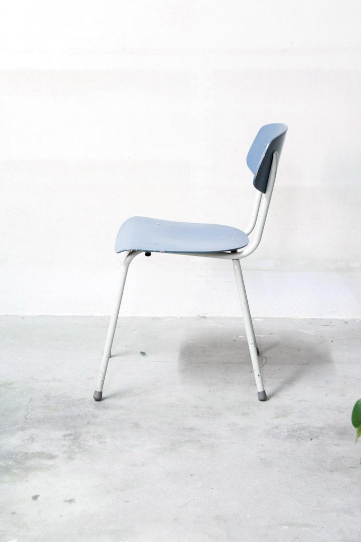 Lichtblauwe vintage stoeltjes jaren 50  60  Froufrous