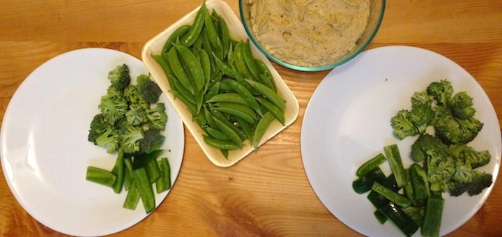 A simple & cheap dinner we love: homemade hummus and fresh veggies!