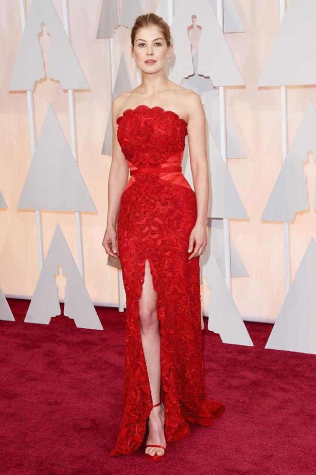 rosamund-pike-red-givenchy-dress-oscars-2015 (1)