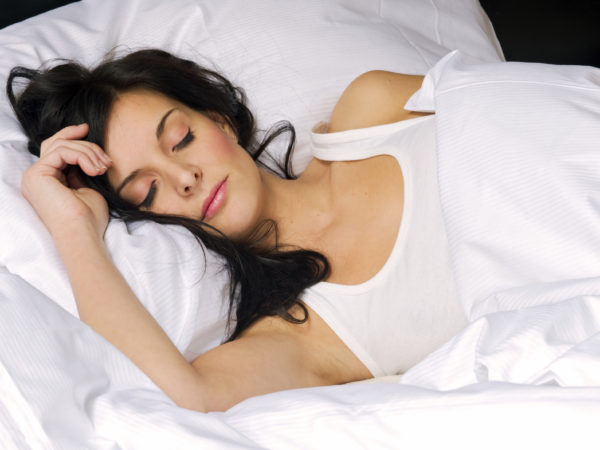 woman sleeping with makeup