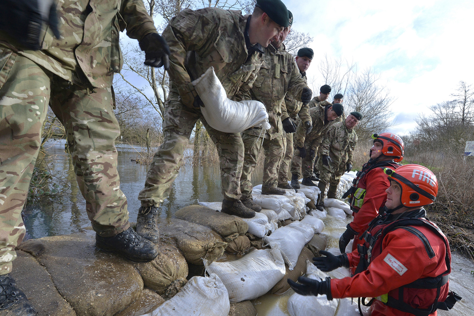 Soldiers helping flood