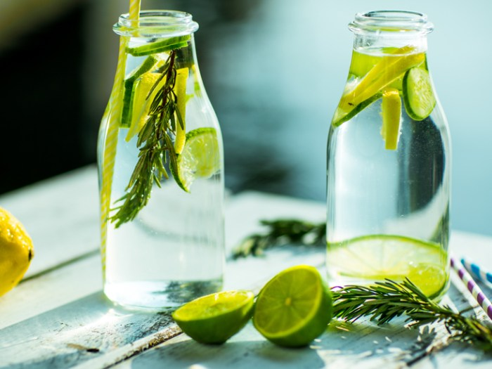 detox water lemon