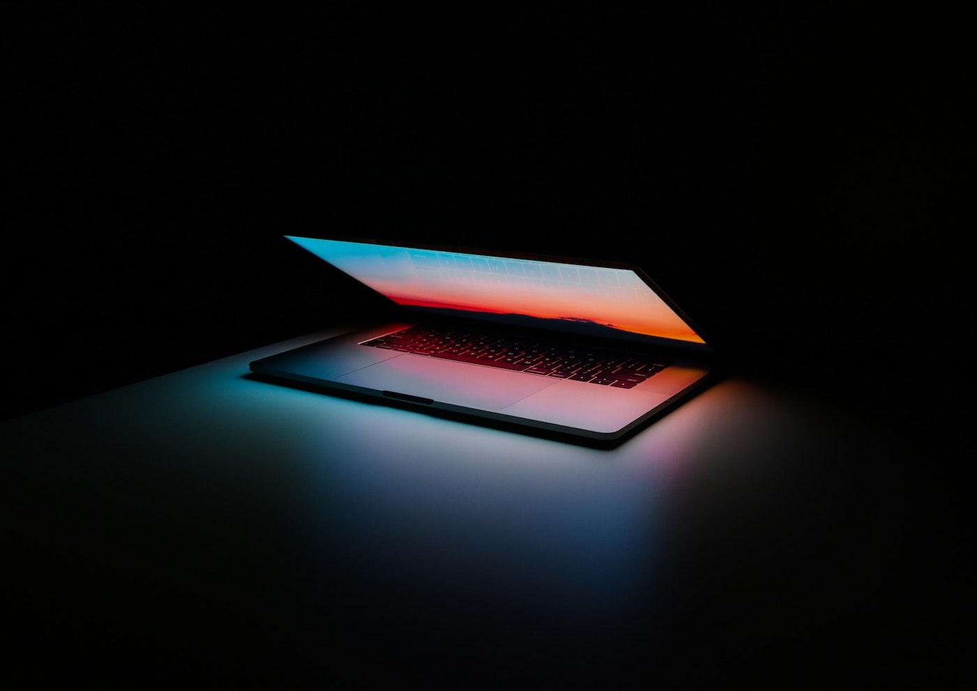 frukmagazine tech laptop mac technology ales-nesetril-unsplash