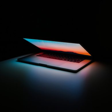 frukmagazine tech laptop mac technology ales-nesetril-unsplash