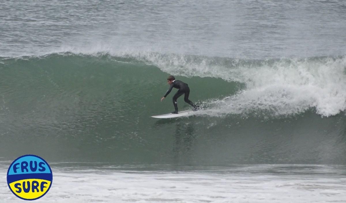 Martin moina surfeando en laredo. Frussurf
