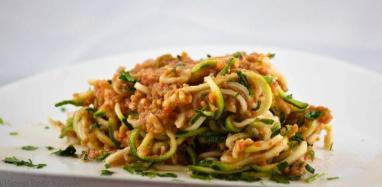 Spaghetti-di-zucchine-con-olive-verdi-1