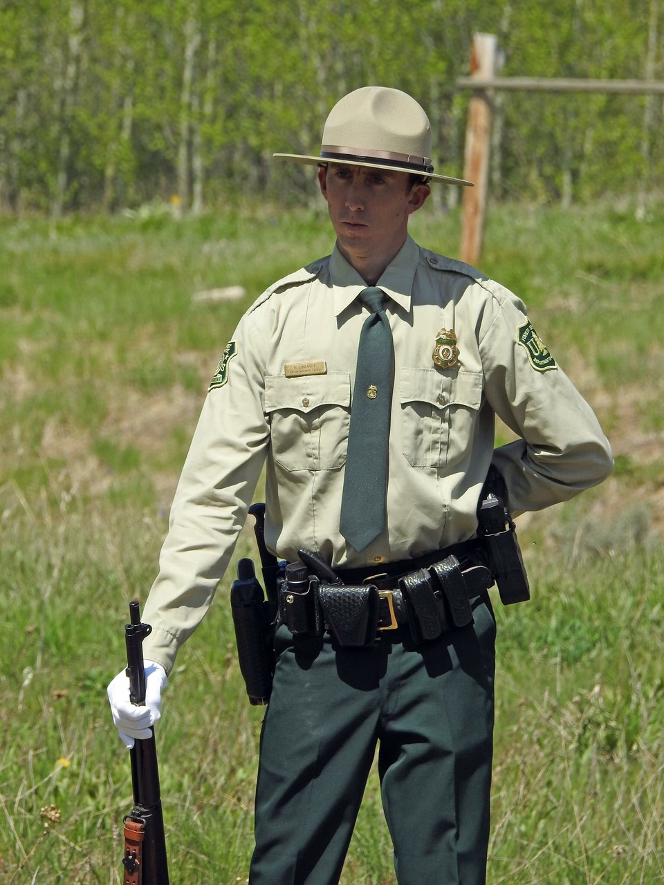 The marine service uniform is worn with either a barracks cover, which has a bill and a round top, or a garrison cover, which comes to a peak. Meet Ryan Linhart Us Forest Service