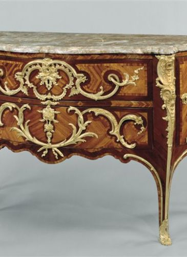 Louis XV commode from Kraemer Gallery Paris