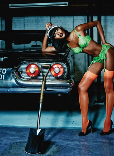 agent-provocateur-spring-summer-2015-campaign-naomi-campbell-03-960x640