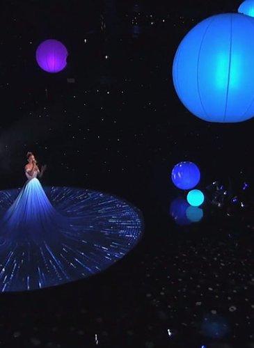 Jennifer-Lopez-White-Ball-Gown-American-Idol (6)