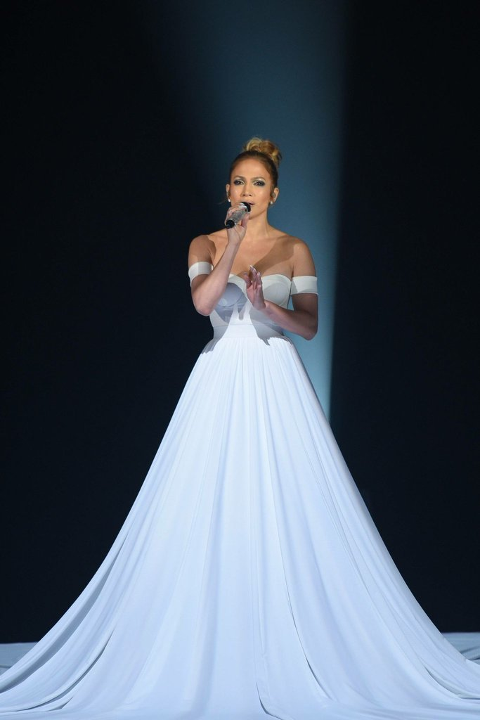 J.Lo Stuns in Epic Tech Savvy Dress on \'American Idol\' • FSHN Magazine
