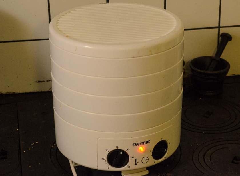 En tork fungerar med de flesta frukter, svamp och rotfrukter. Jag har sex ollar till den här och kan torka flera kilo på en gång.
