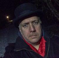 Klarade i alla fall sju marknadshelger som knalle. Sälja på dagarna och koka glögg på nätterna – men hatten har jag skickat tillbaka – den passade inte mitt huvud.