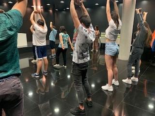 """Els menors de la Llar """"La Senda"""" participen en un taller de dansa diversa del Certamen Internacional de Coreografia Burgos & Nova York"""