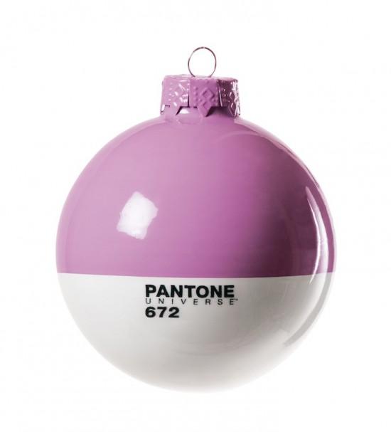 Pantone Xmas ball 672