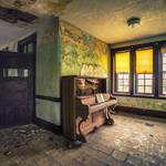 Striking Pictures of Abandoned Asylums in the US 5