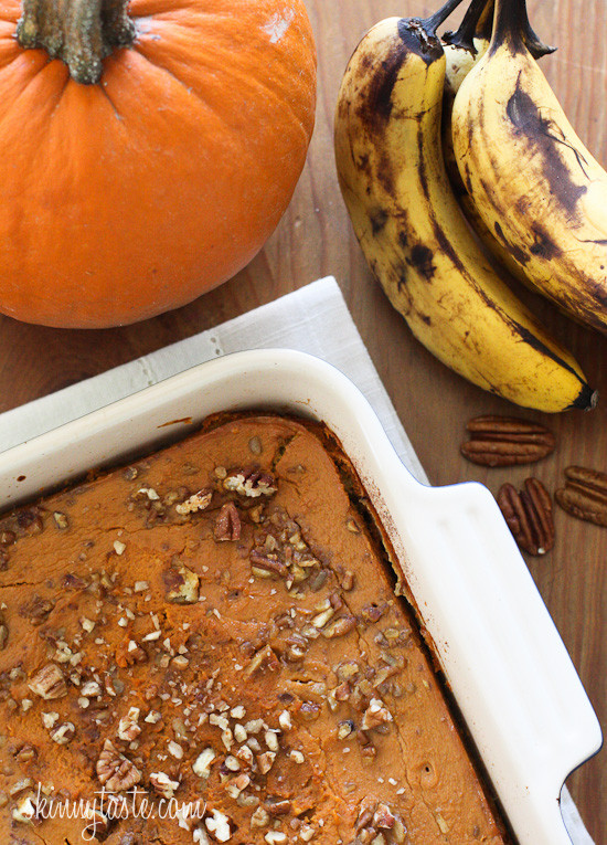 Baked-Oatmeal-with-Pumpkin-and-Bananas-17-550x765