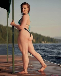 thick-fit-babe-bay-helton