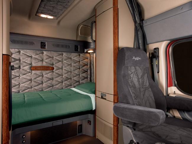 Cascadia Interior View Freightliner Sleeper Inside S