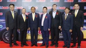 Left to right: HJ Soo, Winston Fong, Lopal Tech.; General Vichit Yathip, Thailand-Cambodia Friendship Association; Shi Jun Feng, Lopal Tech.; Aphisit Techanitisawad, Anusorn Petroleum; Suchin Phituk, Federation of Industrial Samutsakorn; TS Kek, Lopal Tech.
