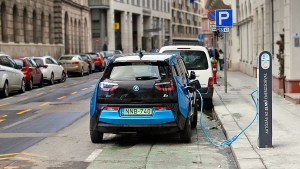 Lack of infrastructure a fundamental issue in the growth of electric vehicles