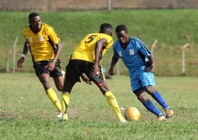 Viane Ssekajugo(Blue) takes on Kampala's Siraje Ssentamu at Wankuluku