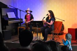 Juli hat zauberhaft gesungen und brilliant Geige gespielt