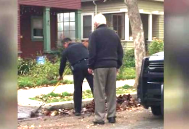 San Jose Police Officer Rakes Leaves for Elderly Man