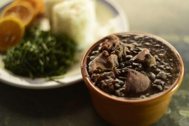 Feijoada, prato da culinária afro-brasileira