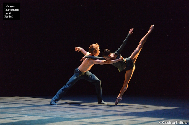 Miharu Maki and Douwe Dekkers hold beautiful, poignant poses throughout their duet.