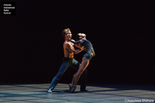 Miharu Maki and Douwe Dekkers' emotive performance of 'Different Futures'.