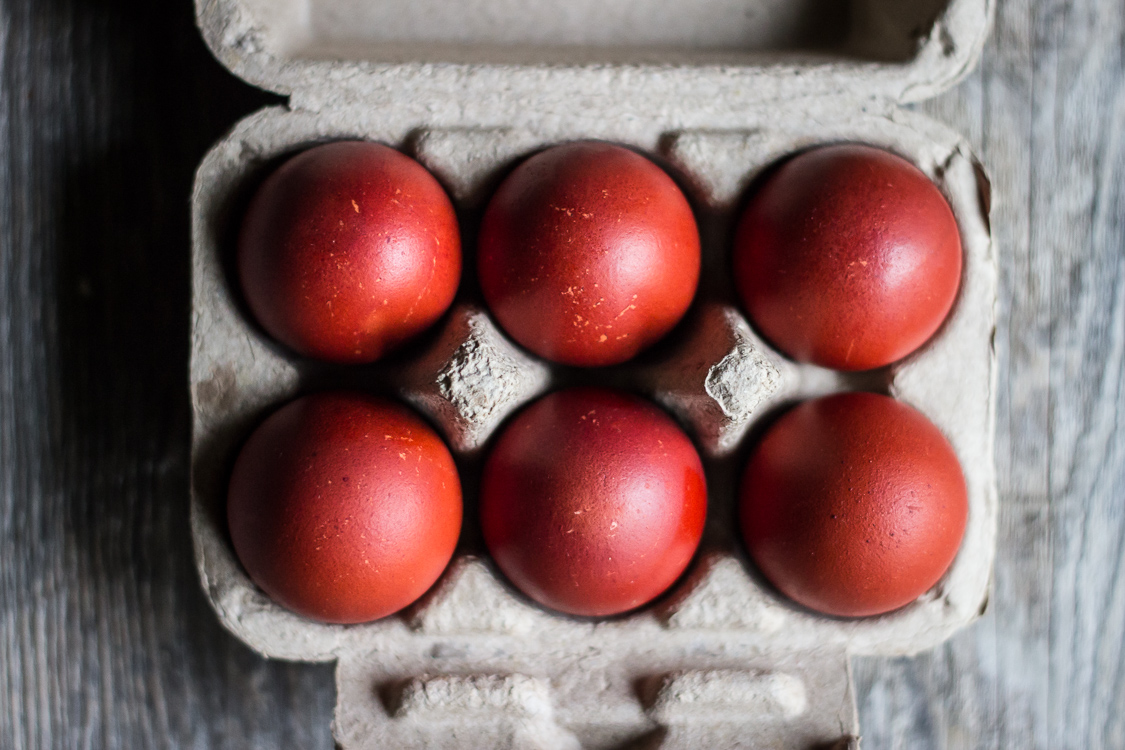 naturally died red eggs