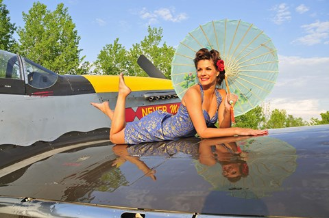 Ww2 Pin Up Girl Wallpaper 1940 S Style Pin Up Girl With Parasol On A Vintage P 51