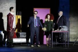 Die Gangster (Max Gertsch / Thomas Schumann) kommen Fred unverhofft zu Hilfe.