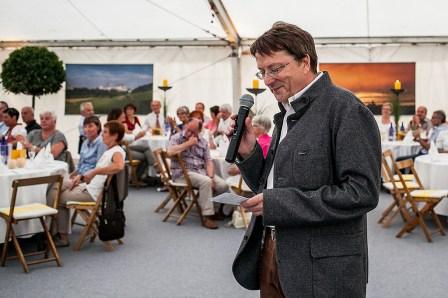 Begrüßung der 400 Gäste: Winfried Müller bei seiner Festrede.